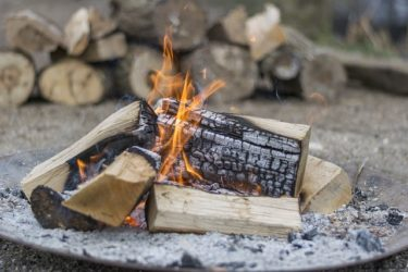 【焚き火】火の付け方は?初心者でも簡単にできる方法